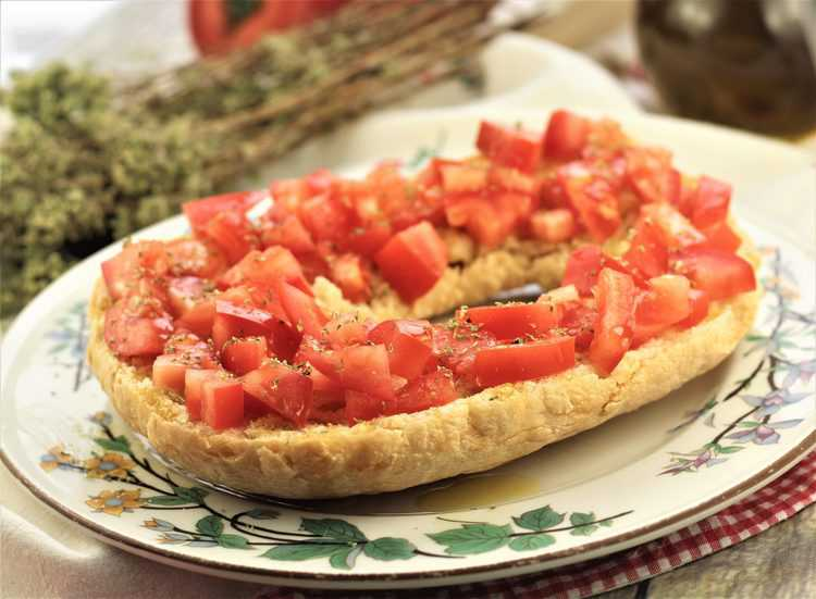 ring of hard bread or pani duru topped with tomatoes and oregano
