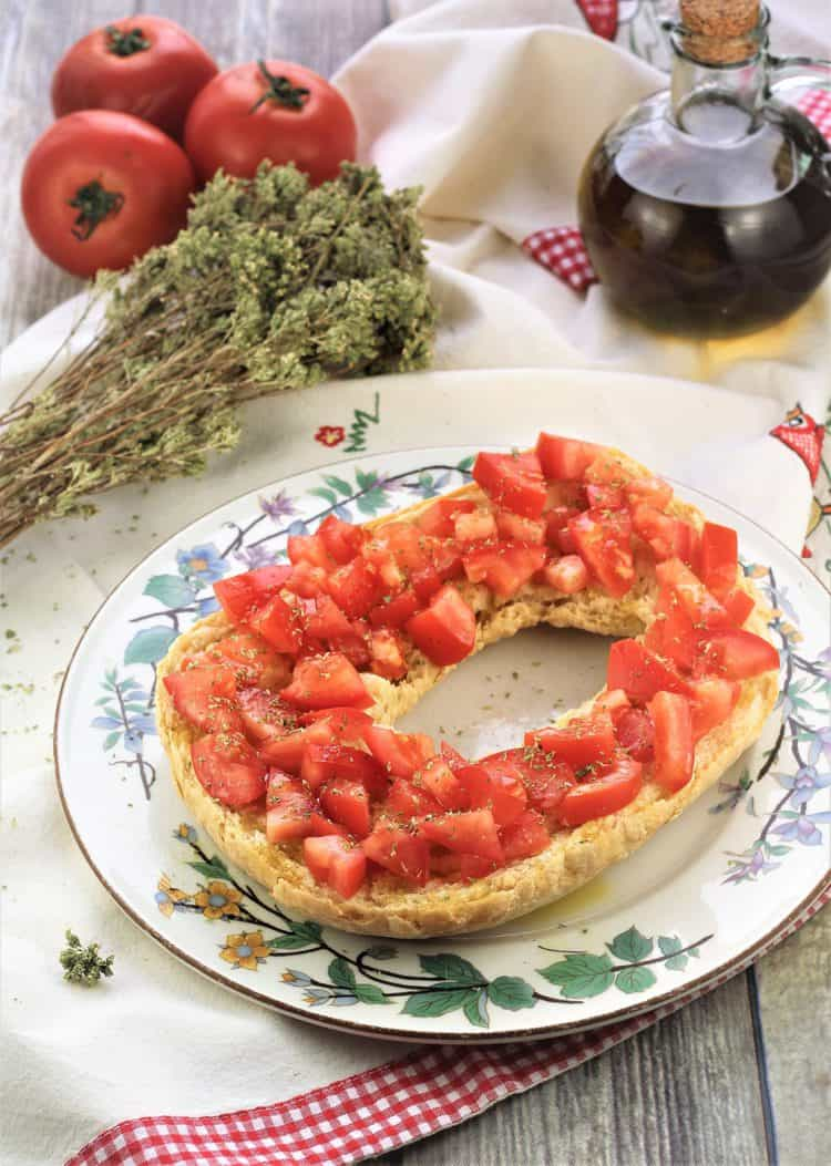 hard bread or pani duru topped with fresh tomatoes, olive oil and oregano