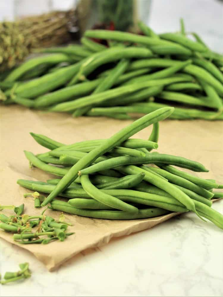 pile of trimmed green beans