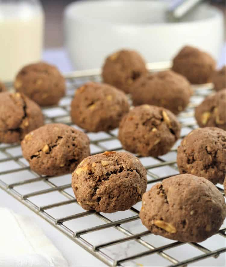 Tetù (Sicilian Chocolate Spice Cookies) on cooking rack